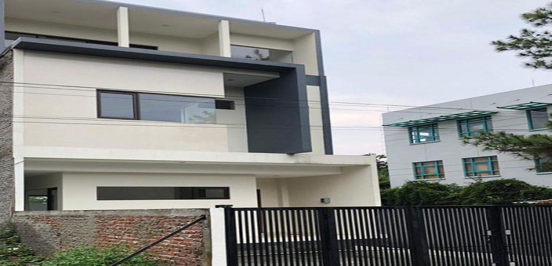 Rumah 3 Lantai Town House Summer Suites