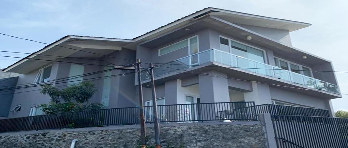 rumah-3-lantai-setiabudi-1